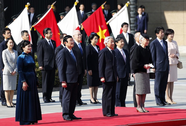 vietnam-japan-leaders-reuters-180314