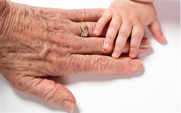 hands_2785083b
