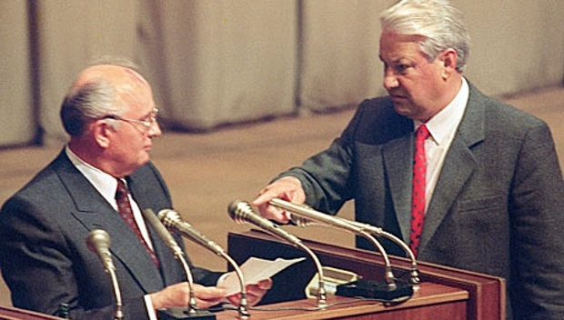 Boris-Yeltsin-right-with--007
