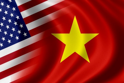 US-Vietnamese-flags1-e1370321359375