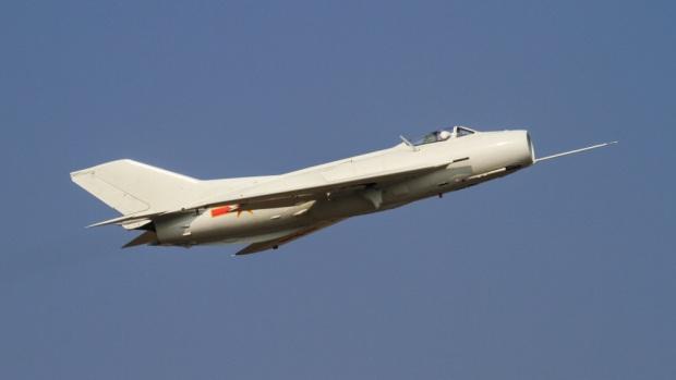 Shenyang_J-6