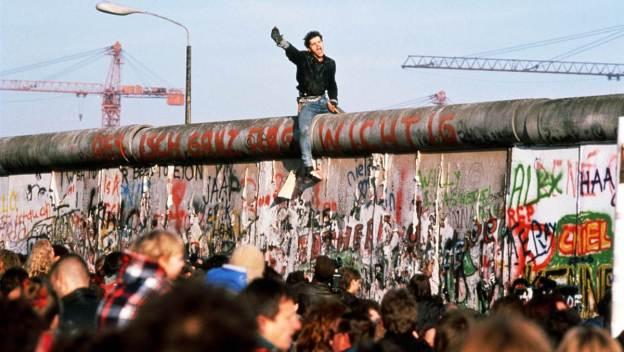 ss-091102-berlin-wall-22.ss_full