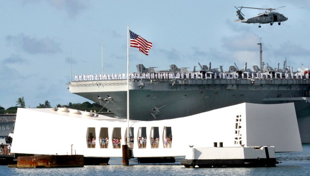 Arizona_Memorial_in_Pearl_Harbor,_Hawaii