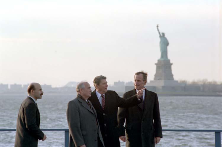 Gorbachev_and_Reagan_1988-11
