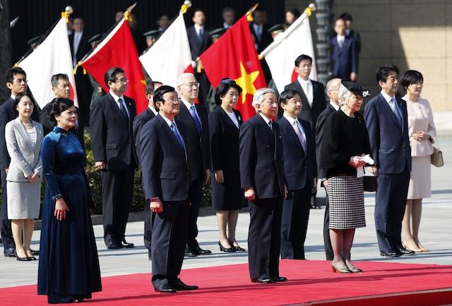 vietnam-japan-leaders-reuters-180314